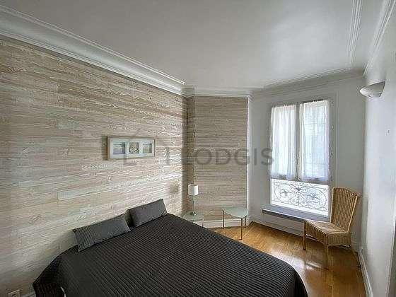 Chambre de 9m² avec du parquetau sol