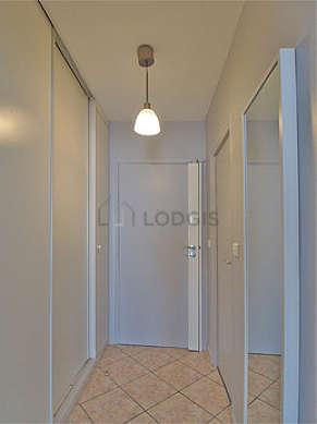 Beautiful entrance with tilefloor