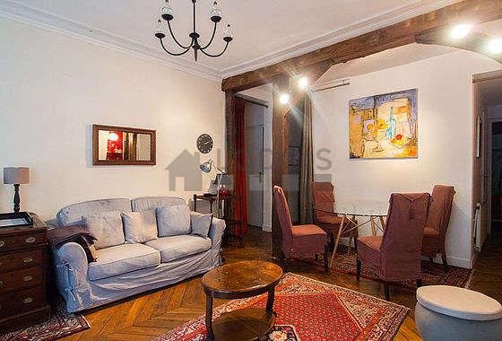 Grand salon de 20m² avec du parquetau sol