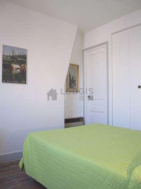 Chambre de 8m² avec du parquetau sol