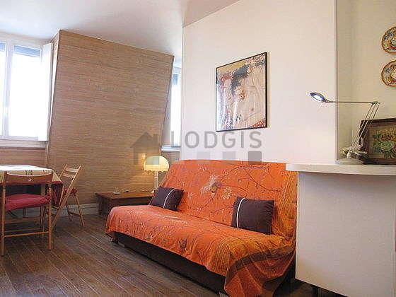 Salon de 18m² avec du parquetau sol