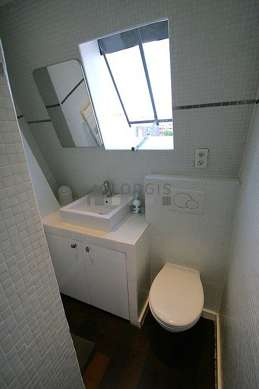 Pleasant and very bright bathroom with windows and with woodenfloor