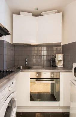 Belle cuisine de 3m² avec du carrelageau sol