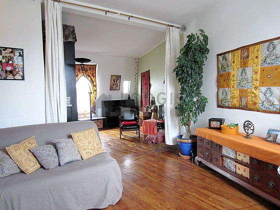 Grand salon de 30m² avec du parquetau sol