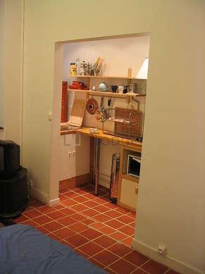 Cuisine de 4m² avec du carrelageau sol