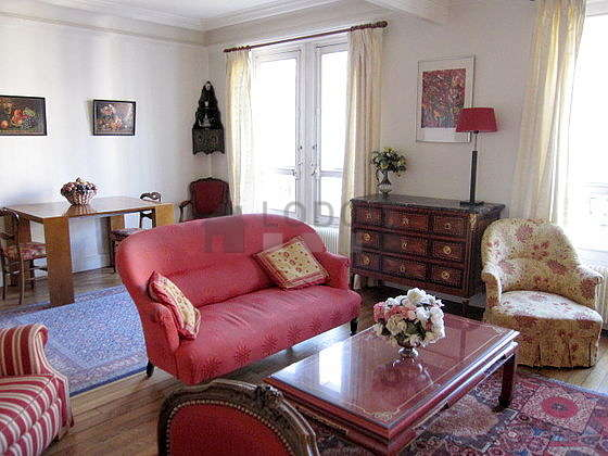 Quiet living room furnished with tv, hi-fi stereo, 3 armchair(s), 4 chair(s)