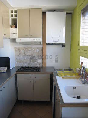 Kitchen where you can have dinner for 2 person(s) equipped with hob, refrigerator, extractor hood, crockery