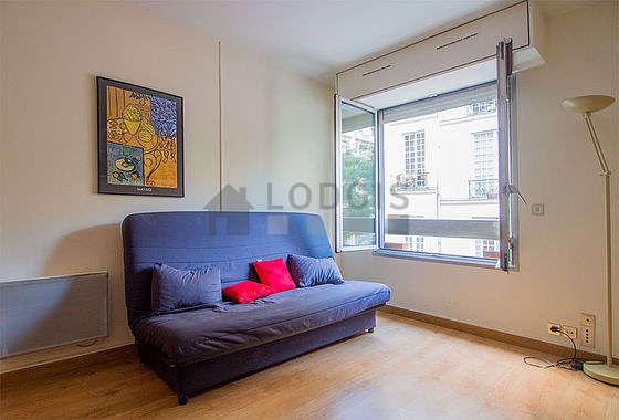 Salon de 12m² avec du parquetau sol