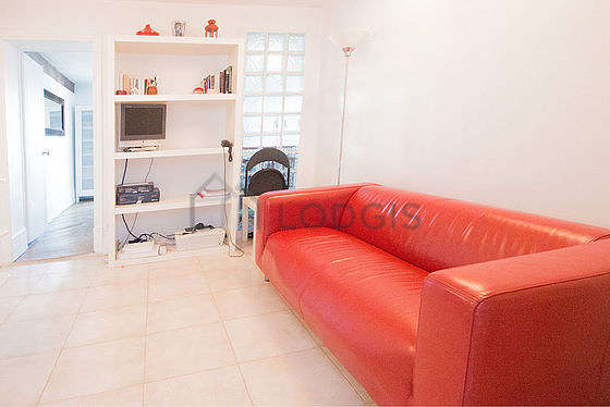 Quiet living room furnished with tv, dvd player