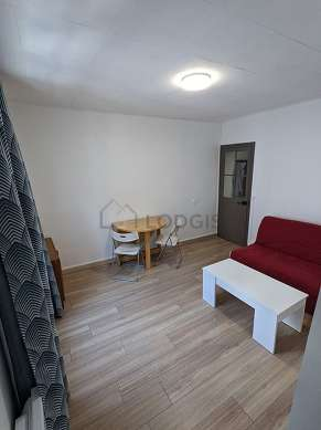 Quiet living room furnished with 1 sofabed(s) of 140cm, sofa, coffee table, storage space
