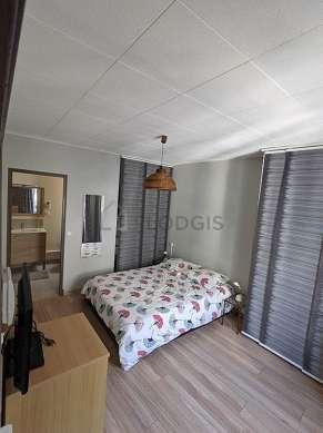 Chambre de 12m² avec du parquetau sol