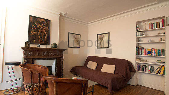 Large living room of 24m² with woodenfloor