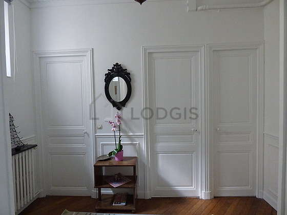 Great, very quiet and bright sitting room of an apartmentin Paris