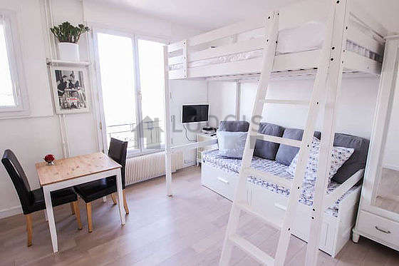 Quiet living room furnished with 1 loft bed(s) of 140cm, 1 pullout bed(s) of 140cm, tv, hi-fi stereo