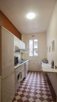 Belle cuisine de 7m² avec du carrelageau sol