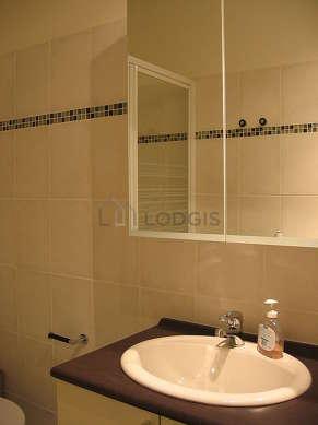 Pleasant bathroom with tilefloor