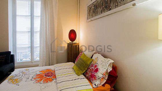Salon lumineux équipé de 5 chaise(s)