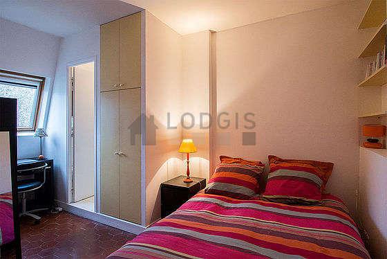 Bedroom with floor tilesfloor
