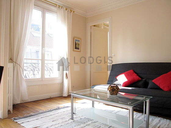 Very bright living room furnished with 4 chair(s)
