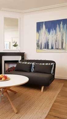 Séjour très calme équipé de 1 canapé(s) lit(s) de 140cm, télé, commode, 4 chaise(s)