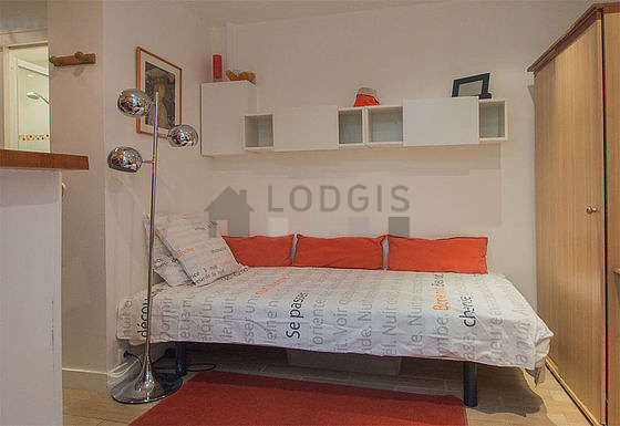 Very quiet living room furnished with 1 bed(s) of 90cm, tv, closet, 1 chair(s)