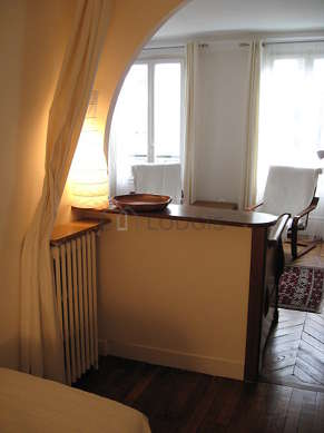 Quiet alcove equipped with 2 bed(s) of 90cm, coffee table