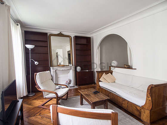 Large living room of 31m² with woodenfloor