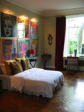 Large bedroom of 33m² with woodenfloor