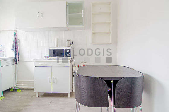 Very bright kitchen with windows facing the garden