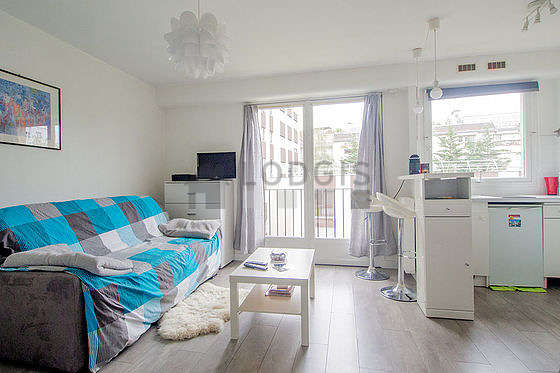 Very quiet living room furnished with 2 bed(s) of 90cm, 1 sofabed(s) of 140cm, air conditioning