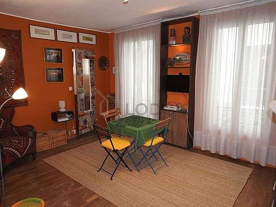 Very quiet living room furnished with 1 bed(s) of 140cm, tv, 1 armchair(s), 4 chair(s)