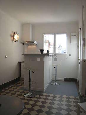 Belle cuisine de 2m² avec du carrelageau sol