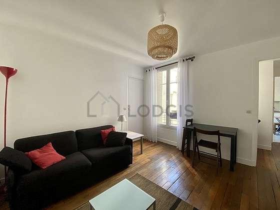 Séjour très calme équipé de 1 canapé(s) lit(s) de 140cm, télé, 5 chaise(s)
