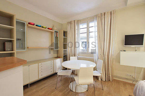 Living room furnished with 1 bed(s) of 160cm, tv, hi-fi stereo, wardrobe
