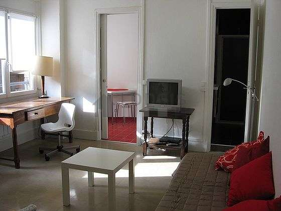Bright living room furnished with 1 chair(s)