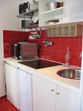 Cuisine dînatoire pour 3 personne(s) équipée de lave vaisselle, plaques de cuisson, réfrigerateur, vaisselle