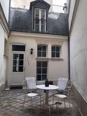 Beautiful, very quiet sitting room of a duplexin Paris