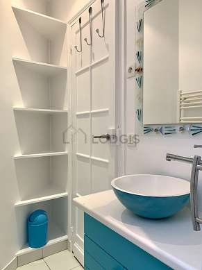 Bathroom equipped with separate shower, towel drying radiator