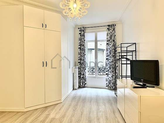 Bedroom of 16m² with the carpetingfloor