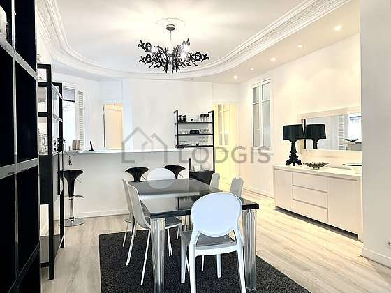 Great dining room with woodenfloor for 8 person(s)