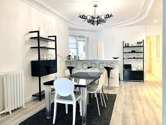 Dining room of 17m² equipped with dining table, sideboard