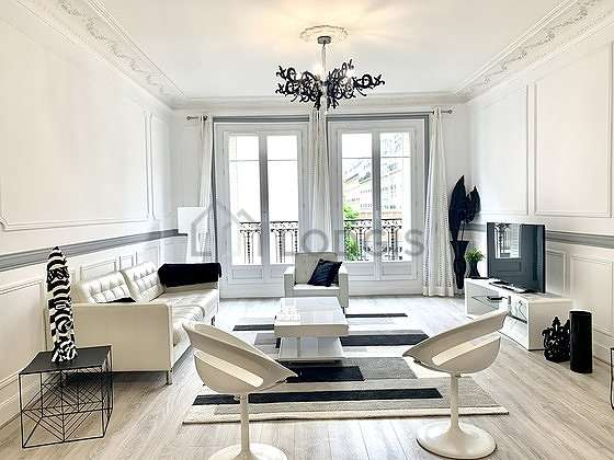 Large living room of 21m² with woodenfloor