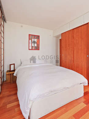 Very quiet and bright alcove equipped with 1 bed(s) of 140cm, wardrobe, cupboard, bedside table