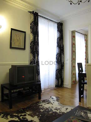 Very quiet living room furnished with 1 sofabed(s) of 140cm, tv, dvd player, 4 chair(s)