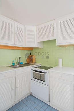 Cuisine équipée de lave vaisselle, réfrigerateur