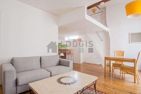Séjour très calme équipé de 1 canapé(s) lit(s) de 140cm, télé, chaine hifi, 6 chaise(s)