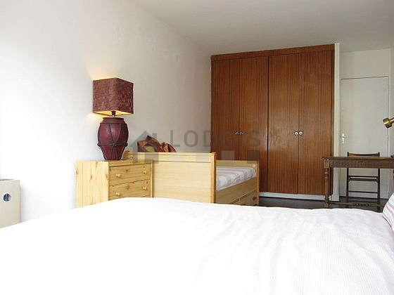 Quiet bedroom for 3 persons equipped with 1 bed(s) of 90cm, 1 bed(s) of 160cm